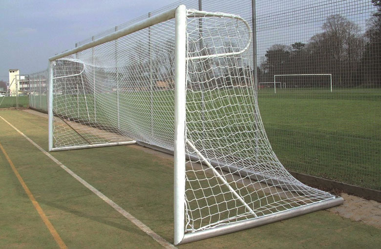 Knotless football goal nets