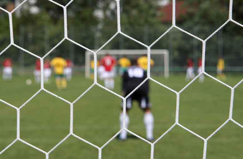 Hexagonal mesh knotless football goal nets