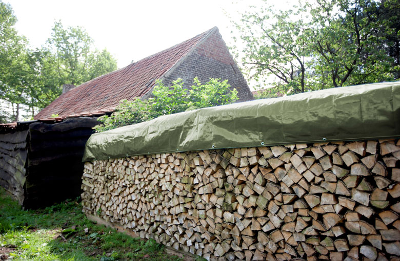 Wood pile tarp in small packaging Netten